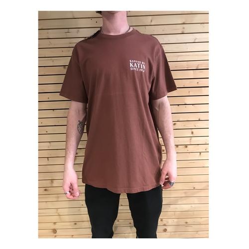 Katin Bungalow (Dark Clay) – T-Shirt