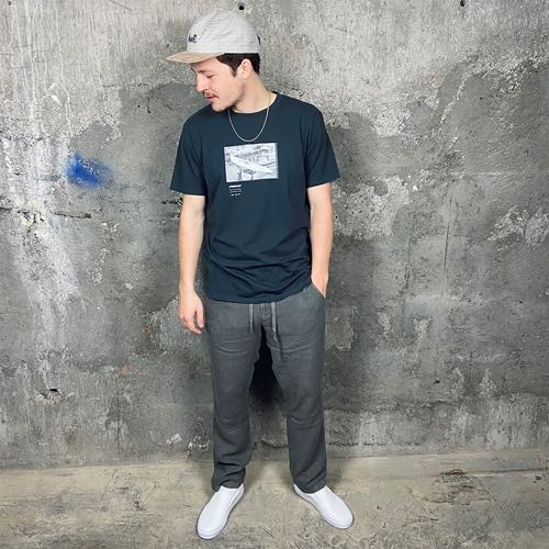 Pukas Collab Gun (blk) – T-Shirt